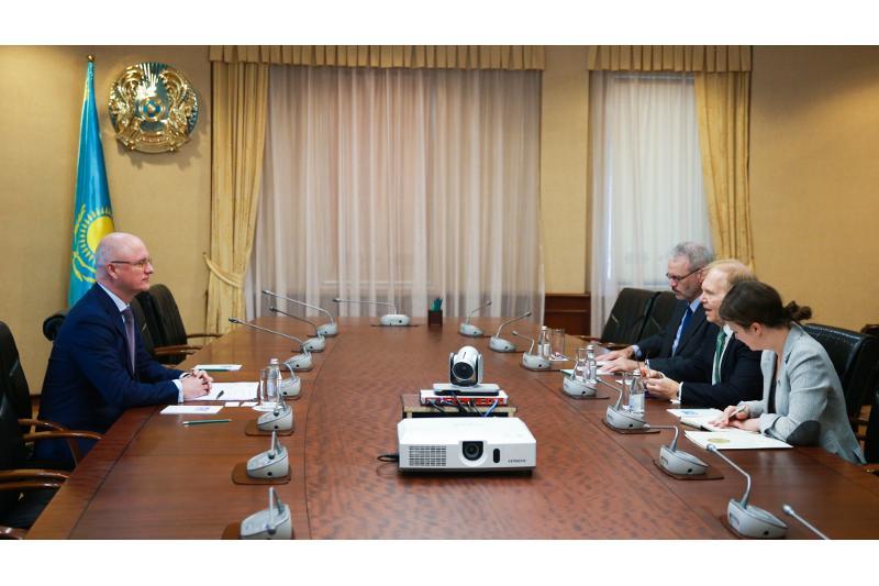 Роман Скляр встретился с послом США в РК