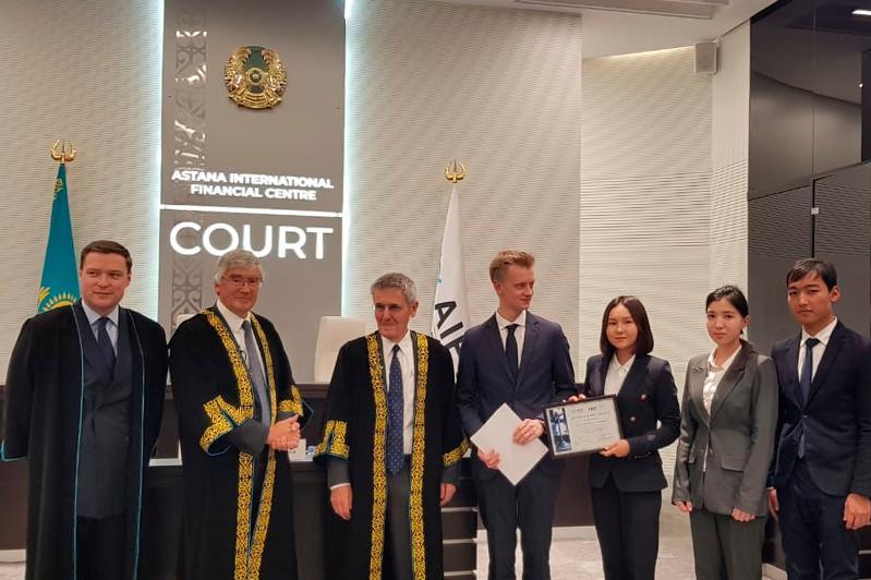В Суде МФЦА наградили победителей студенческого юридического конкурса