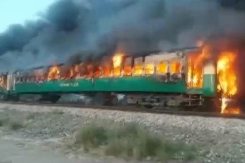巴基斯坦列车大火死亡人数增至73人
