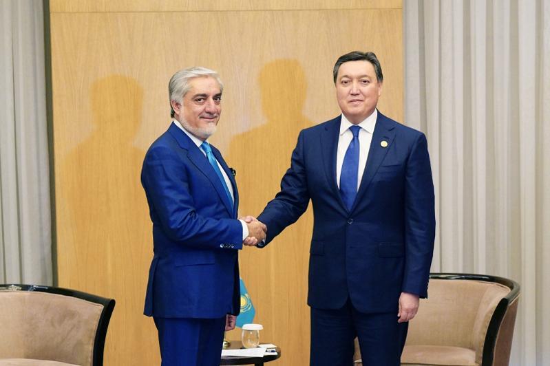 马明会见阿富汗总理阿卜杜拉•阿卜杜拉