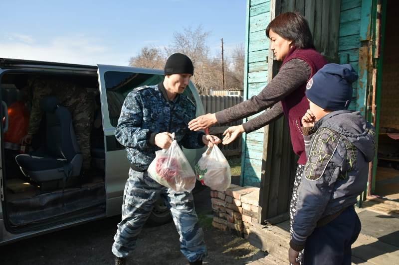 Қарағандылық полицейлер жалғызбасты анаға көмек көрсетті