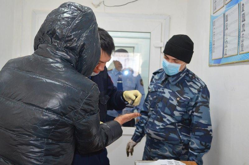 Отпечатки пальцев снимают у бездомных в Северном Казахстане