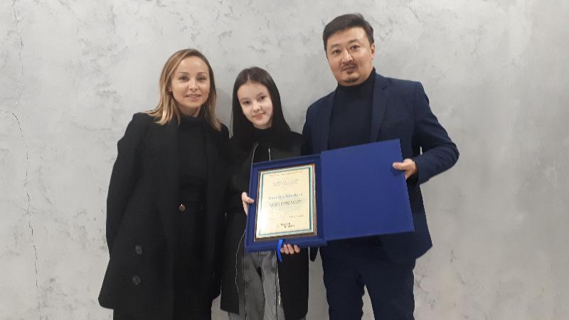 青年歌手丹妮莉亚当选哈萨克斯坦旅游形象大使