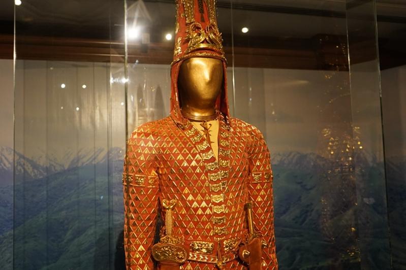 """哈萨克斯坦国宝""""金人""""将在雅典展出"""