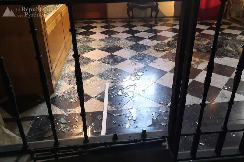 Грабители протаранили церковь из списка ЮНЕСКО во Франции