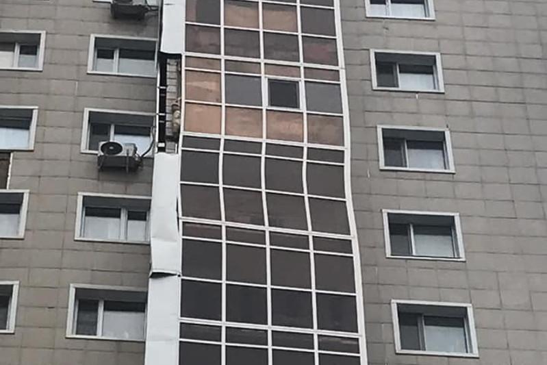 О состоянии дома с разваливающимся балконом рассказали в акимате столицы