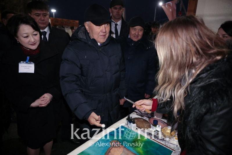 纳扎尔巴耶夫参观突厥斯坦手工艺品展览