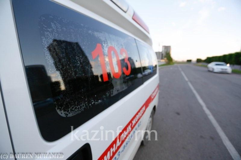 «Скорая помощь» перевернулась в Атырау: пострадали трое