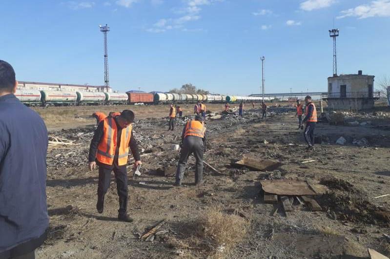 К ликвидации нефтяных разливов в городской черте приступили в Атырау
