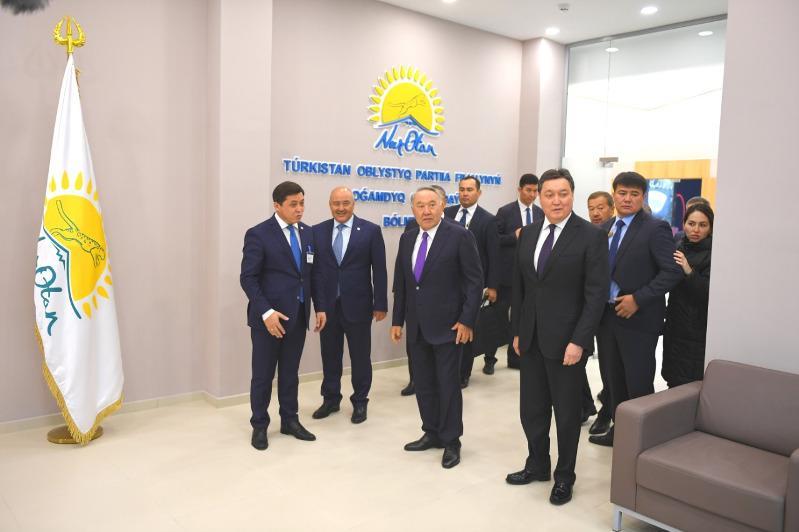 首任总统视察突厥斯坦州公众接待处