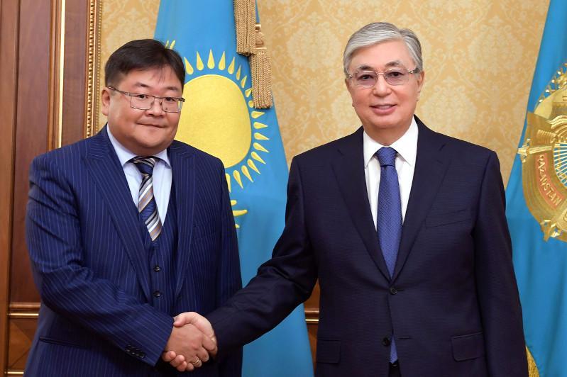 托卡耶夫总统接见国家社会信任会议成员