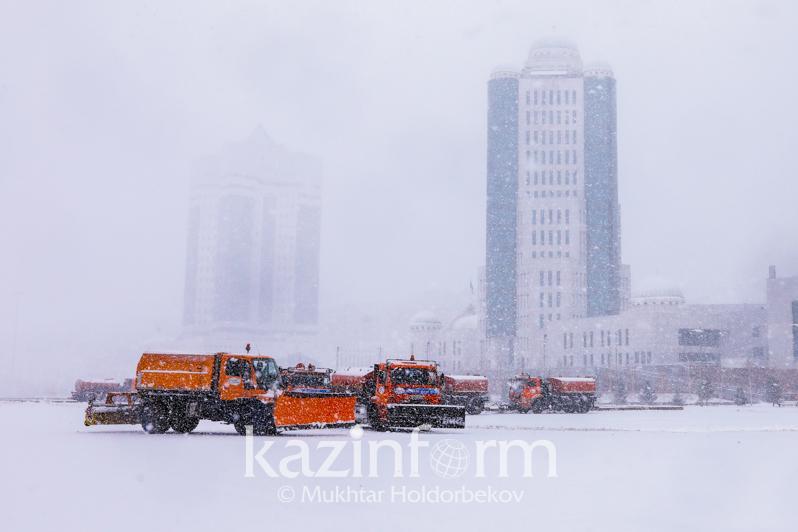 首都努尔苏丹迎来入冬首场大雪