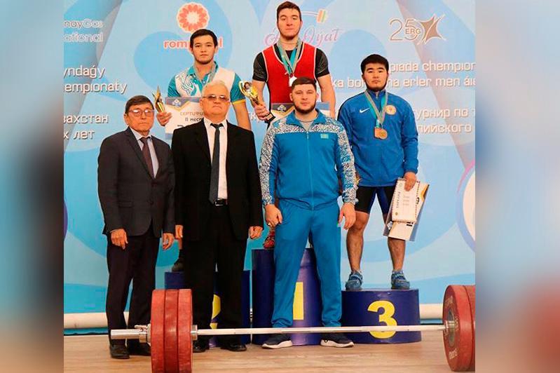 Ақмолалық зілтеміршілер ел чемпионатында 3 алтын медаль иеленді