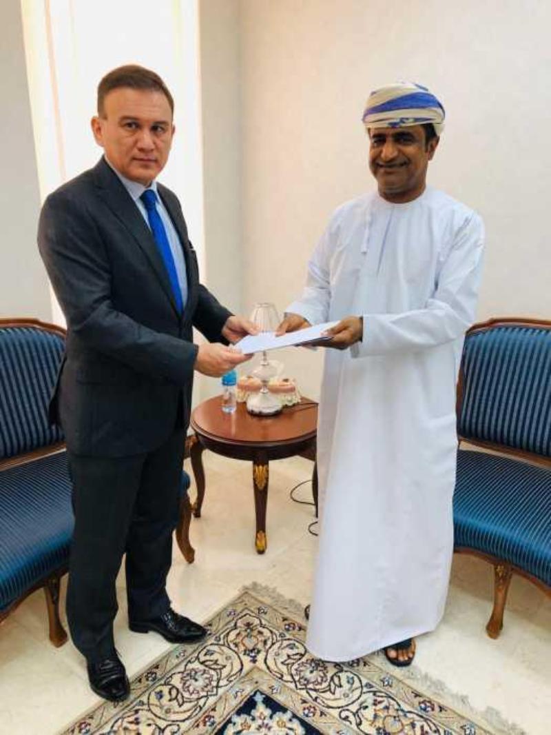 哈萨克斯坦大使会见阿曼外交部代表