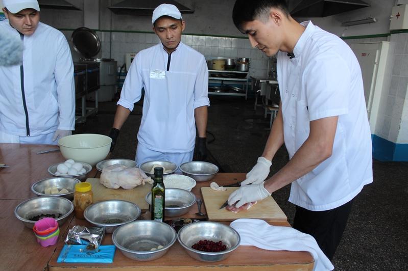 Шеф-повар павлодарского ресторана провел мастер-класс для осужденных