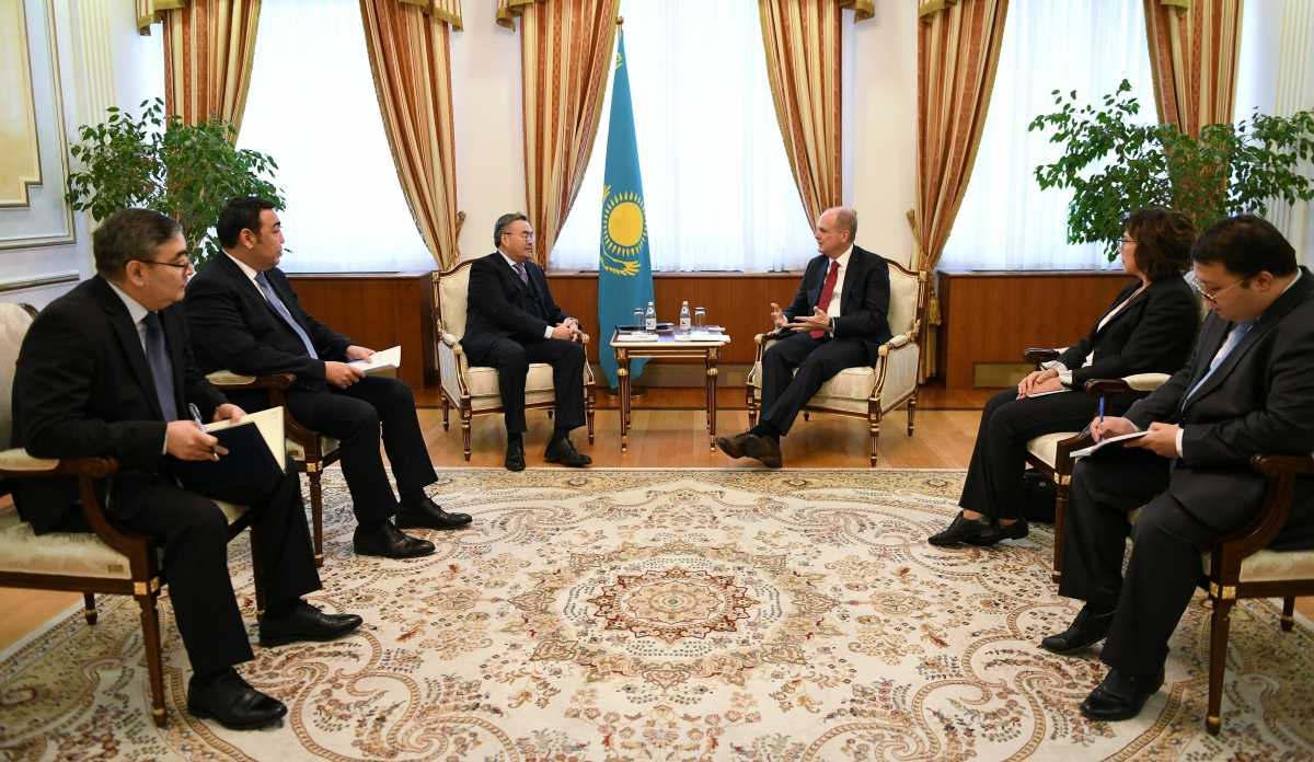 外长会见国际货币基金组织中亚负责人