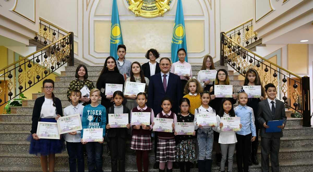 《通过世界儿童之眼看哈萨克斯坦》少儿绘画比赛颁奖典礼在外交部举行