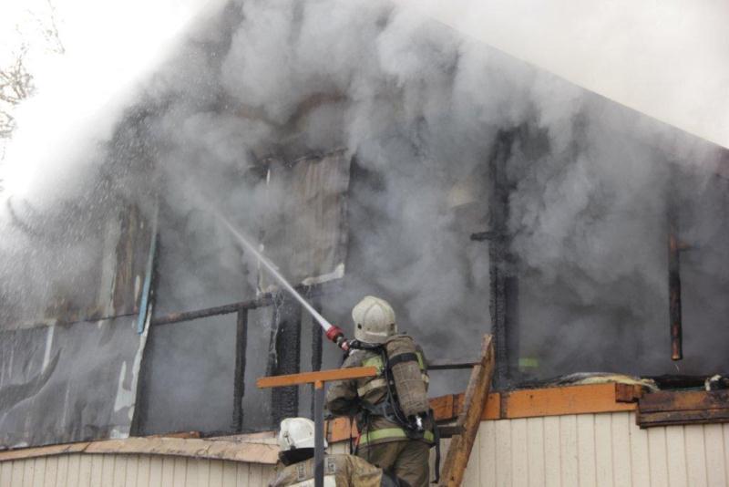 В Усть-Каменогорске сгорел магазин
