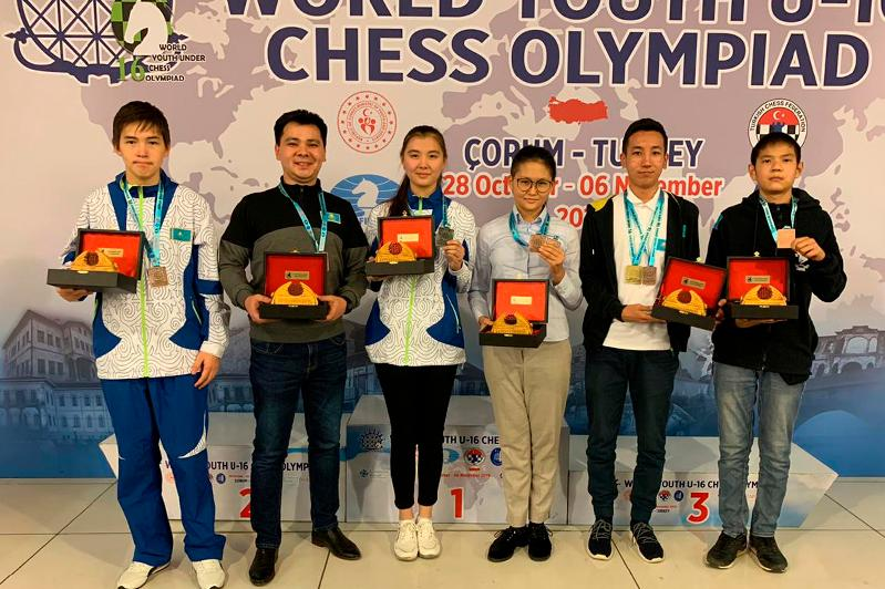 哈萨克斯坦团队在国际象棋青少年奥林匹克赛排名第四位