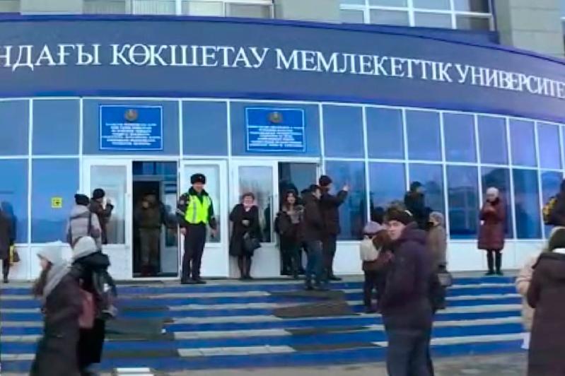 Около 2,4 тысяч человек эвакуировано из университета в Кокшетау
