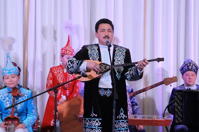 Республиканский конкурс традиционных исполнителей имени Мади Бапиулы проходит в Караганде