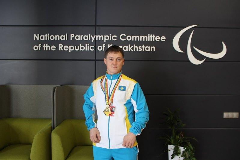 Чемпион мира по пара-армрестлингу посетил Паралимпийский тренировочный центр в Нур-Султане