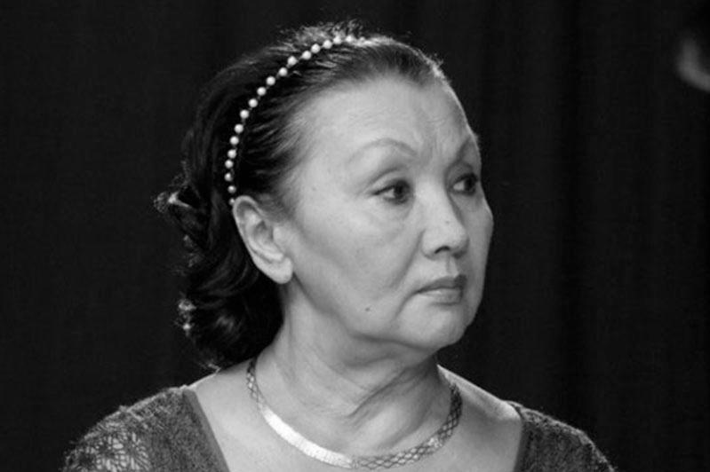 演员穆哈麦迪亚尔沃娃的追悼告别仪式在阿拉木图举行