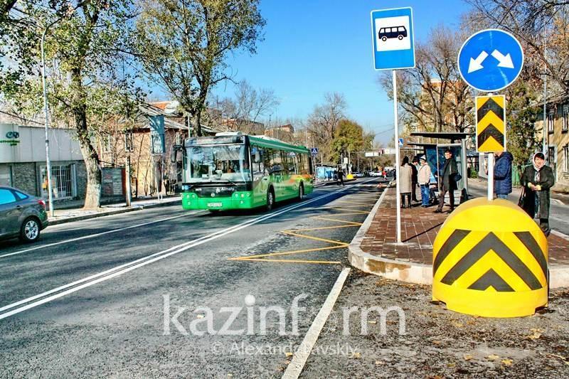 Алматинцы в часы пик предпочитают ездить в общественном транспорте «зайцем»