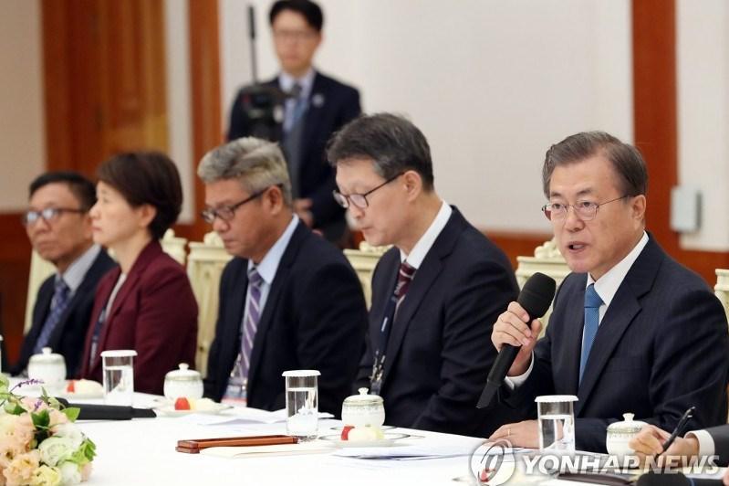 韩国总统会见亚通组织成员社代表