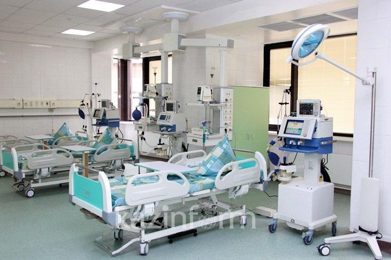 Довести оснащенность больниц и поликлиник до 90% пообещал аким Алматы