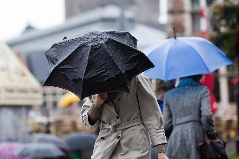国家气象总局在国内多个地区发布大风天气预警