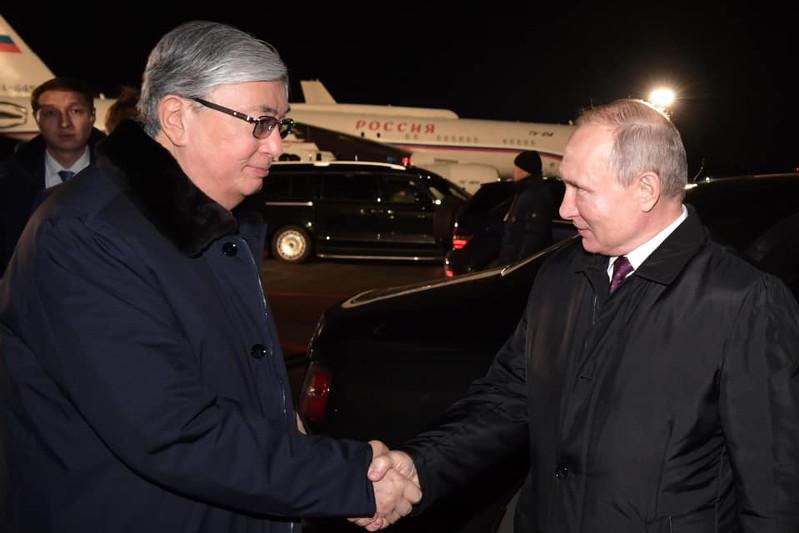 Владимир Путин проводил Касым-Жомарта Токаева в аэропорту Омска