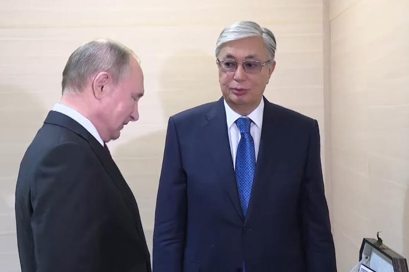 Kassym-Jomart Tokayev, Vladimir Putin exchange memorable gifts