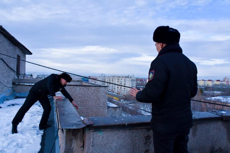Полицейские спасли карагандинку от суицида