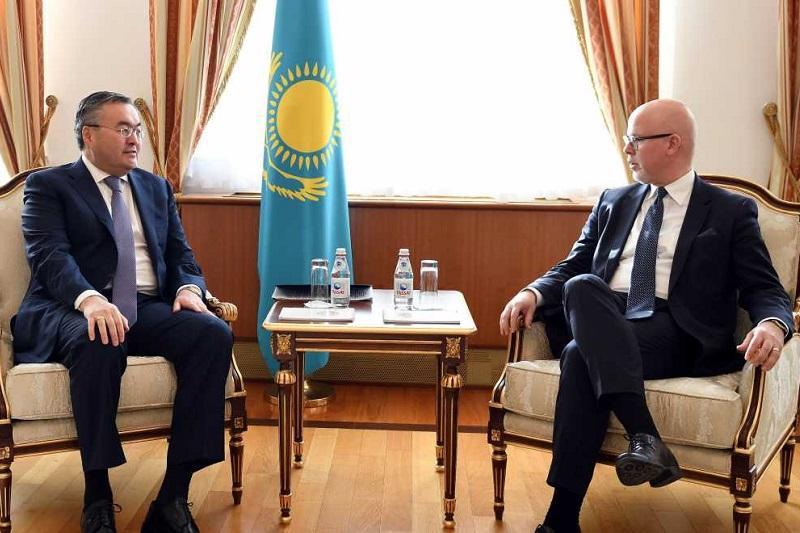 外长特列吾别尔德会见挪威外交部国务秘书哈尔沃森