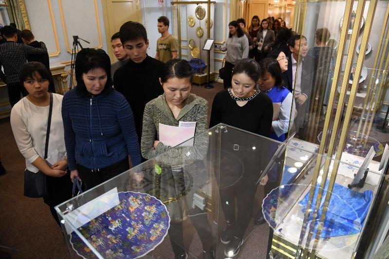 Библиотека Елбасы открывает серию выставок, посвященных Дню Первого Президента