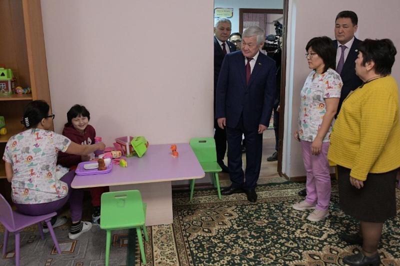 Бердибек Сапарбаев встретился с сельчанами в Павлодарской области