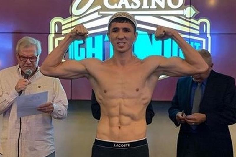 Мадияр Әшкеев WBC титулы үшін 43 рет жеңіске жеткен аргентиналықпен айқас алдында салмақ өлшеуден өтті