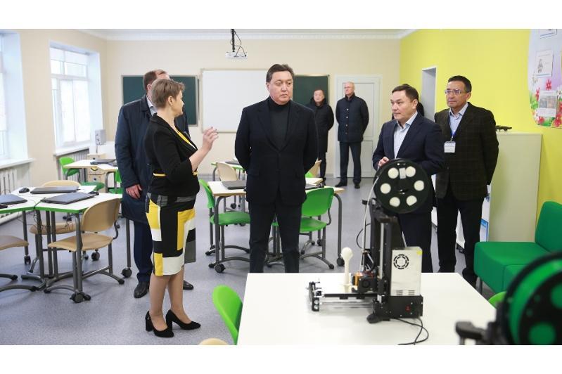 PM Mamin visits Kazakhstan's leading farming enterprise