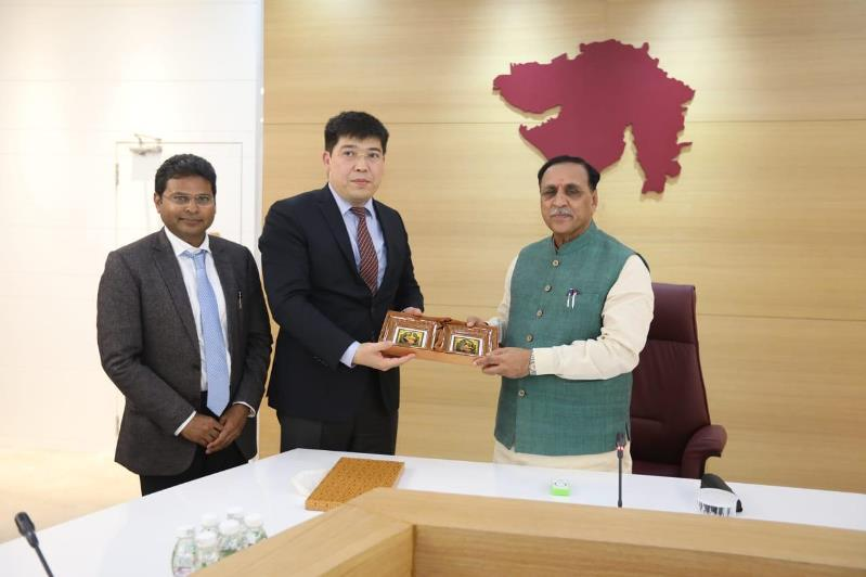 Kazakhstan's Ambassador discussed bilateral relations with India in Gujarat