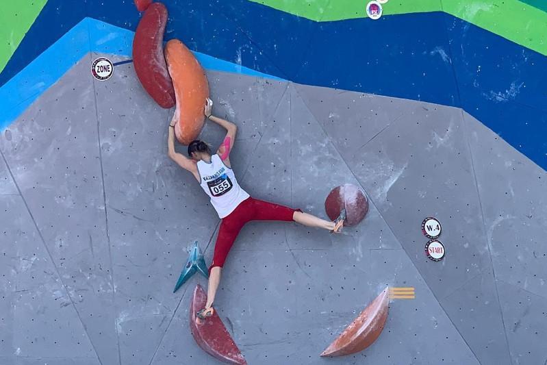 Казахстанка вышла в финал ЧА по спортивному скалолазанию в «боулдеринге»