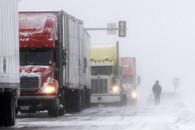 Какие автодороги закрыты из-за метели и снегопада в Казахстане