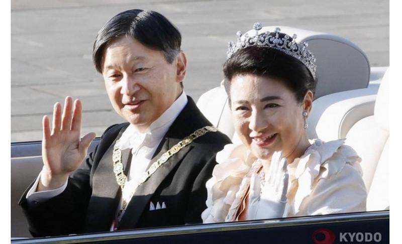 Emperor, empress parade in Tokyo to commemorate enthronement