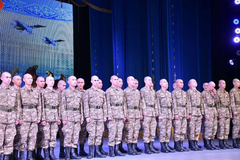 В столице молодых людей призывают на срочную воинскую службу