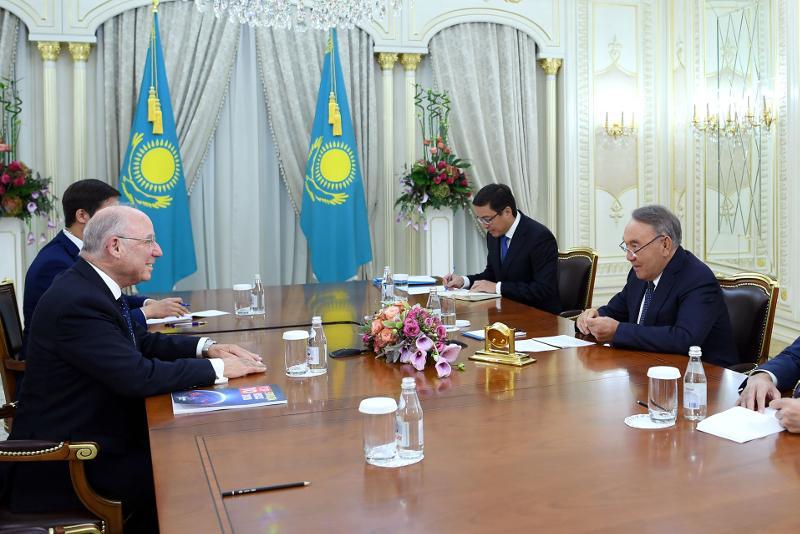 纳扎尔巴耶夫会见摩根大通国际董事长弗兰克尔