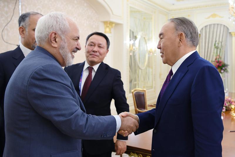 Елбасы встретился с министром иностранных дел Ирана