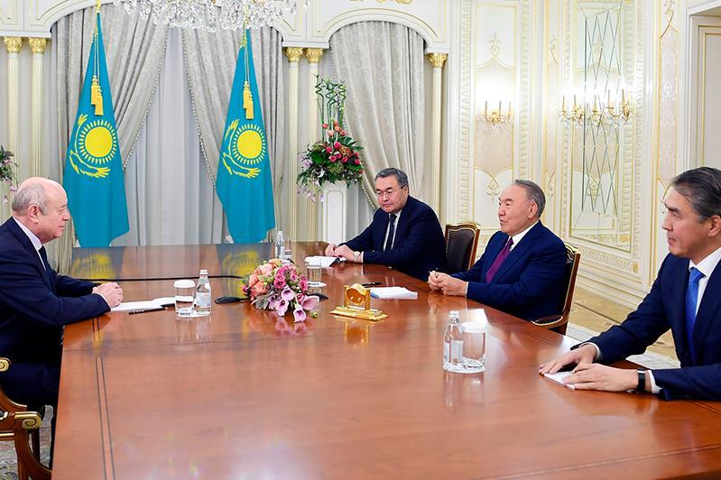 Nursultan Nazarbayev and Mikhail Fradkov debate coop in education