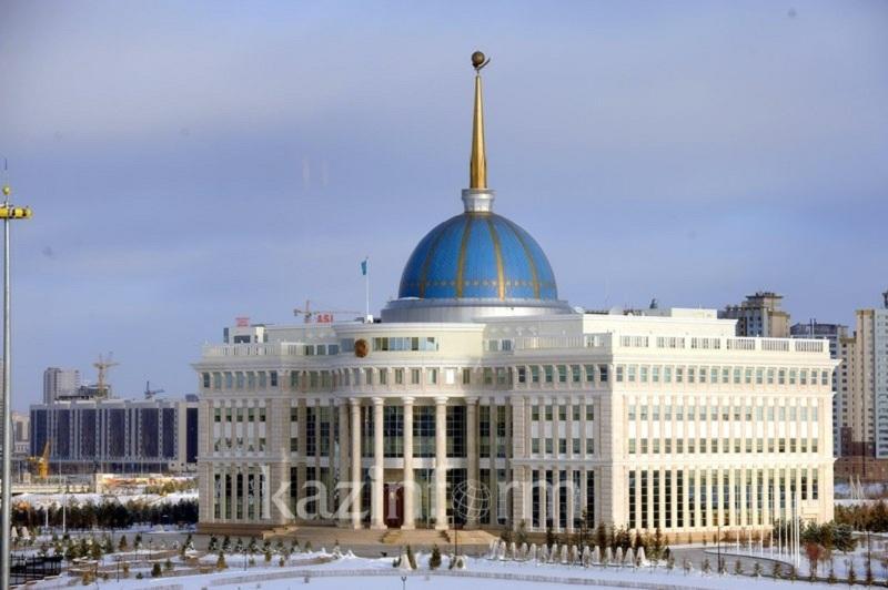 托卡耶夫总统接见国防部部长