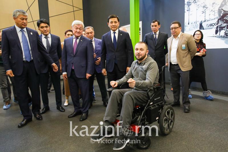 Бердибек Сапарбаев и Алтай Кульгинов посетили Паралимпийский тренировочный центр