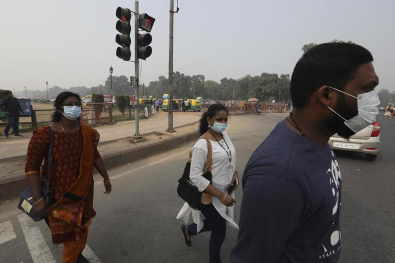 Air quality sinks to 'severe' in haze-shrouded New Delhi